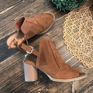 NWT Universal Thread faux suede open toed booties